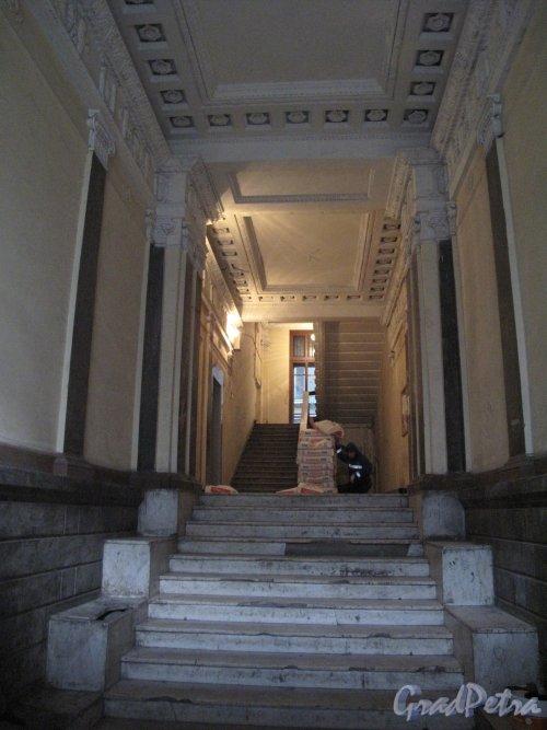 Кирочная ул., д. 22. Доходный дом А. П. Мещерского. Вестибюль лестницы. Фото 2013 г.