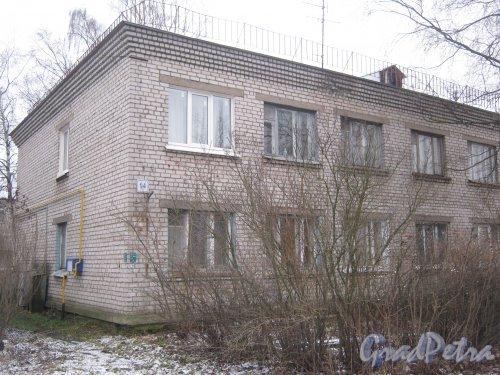 Красное Село (Горелово), ул. Заречная, дом 14. Фрагмент здания со стороны фасада. Фото 4 января 2014 г.