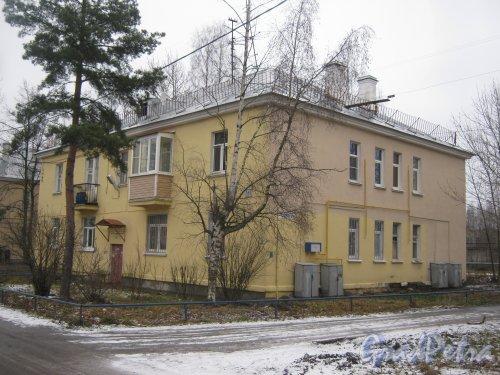 Красное Село (Горелово), ул. Заречная, дом 2. Общий вид со стороны фасада. Фото 4 января 2014 г.