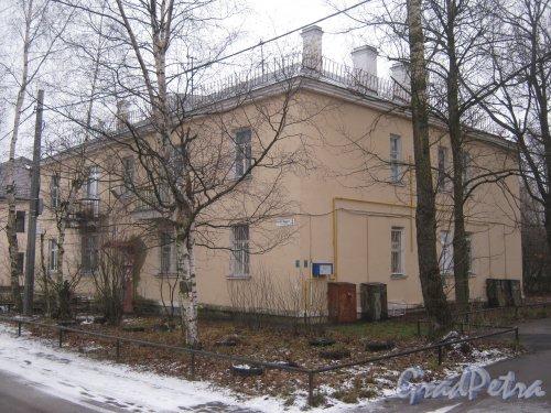Красное Село (Горелово), ул. Заречная, дом 4. Общий вид со стороны фасада. Фото 4 января 2014 г.