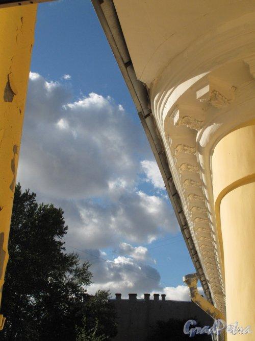 Гороховая ул., д. 57. Дом Яковлевых. Двор. Ротонда. Вид из окна верхнего этажа. Фото август 2013 г.