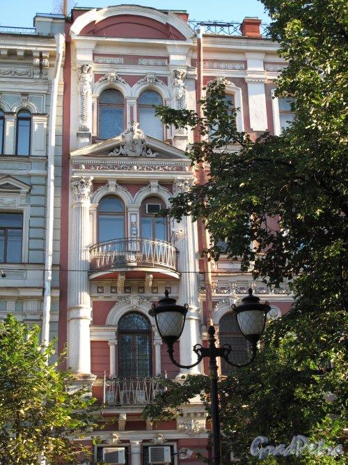 Фурштатская ул., дом 15. Доходный дом К. А. Шрейбера. Фрагмент фасада. Фото август 2013 г.