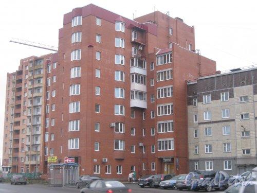 Лен. обл., Гатчинский р-н, г. Гатчина, ул. Генерала Кныша, дом 15. Фрагмент здания со стороны фасада. Фото 24 ноября 2013 г.