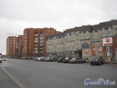 Лен. обл., Гатчинский р-н, г. Гатчина, ул. Генерала Кныша, дом 14 (справа) и вид в сторону Киевской ул. Фото 24 ноября 2013 г.