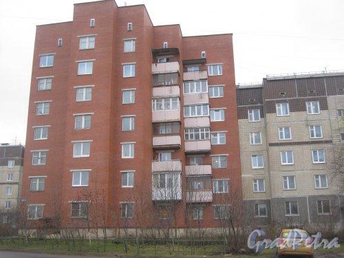 Лен. обл., Гатчинский р-н, г. Гатчина, ул. Генерала Кныша, дом 13. Общий вид здания. Фото 24 ноября 2013 г.