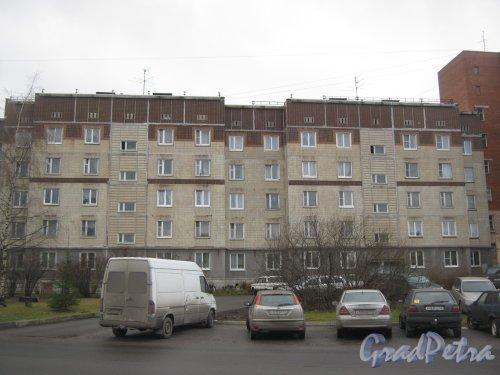 Лен. обл., Гатчинский р-н, г. Гатчина, ул. Генерала Кныша, дом 10. Фрагмент здания со стороны фасада. Фото 24 ноября 2013 г.