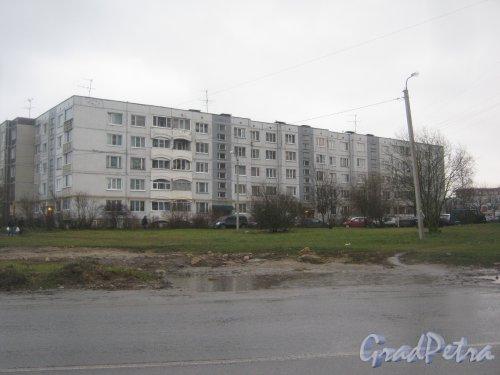 Лен. обл., Гатчинский р-н, г. Гатчина, ул. Новосёлов, дом 11. Общий вид здания со стороны фасада. Фото 24 ноября 2013 г.