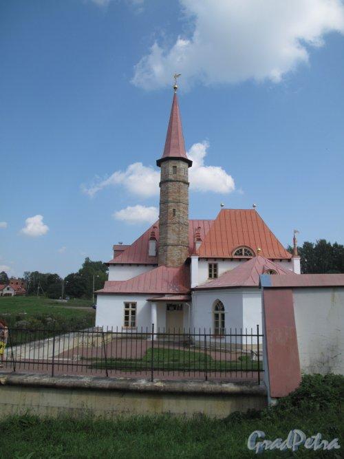 ул. Чкалова (Гатчина), д. 22. Приоратский дворец. Вид со стороны Башни. Фото август 2013 г