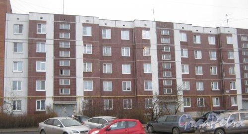 Лен. обл., Гатчинский р-н, г. Гатчина, ул. Генерала Кныша, дом 5. Общий вид здания. Фото 24 ноября 2013 г.