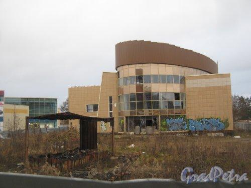 Лен. обл., Гатчинский р-н, г. Гатчина, ул. Генерала Кныша, дом 4а. Общий вид здания. Фото 24 ноября 2013 г.