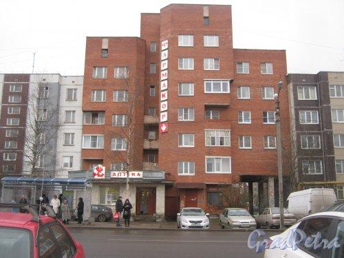 Лен. обл., Гатчинский р-н, г. Гатчина, ул. Генерала Кныша, дом 2. Общий вид здания. Фото 24 ноября 2013 г.