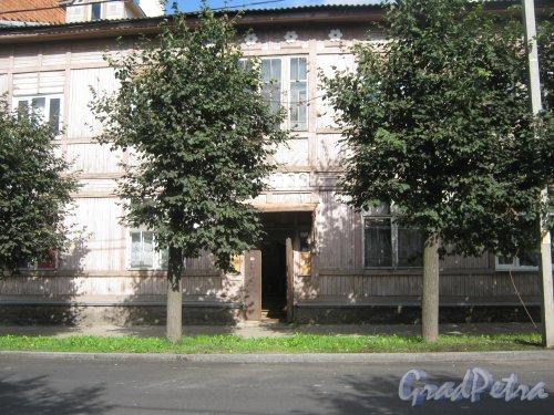 Лен. обл., Гатчинский р-н, г. Гатчина, ул. Чкалова, дом 57. Фрагмент фасада здания. Фото август 2013 г.