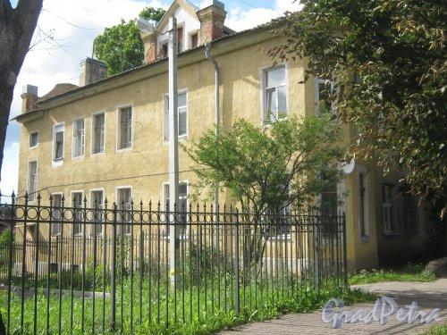 Лен. обл., Гатчинский р-н, г. Гатчина, ул. Чкалова, дом 36. Общий вид здания. Фото август 2013 г.