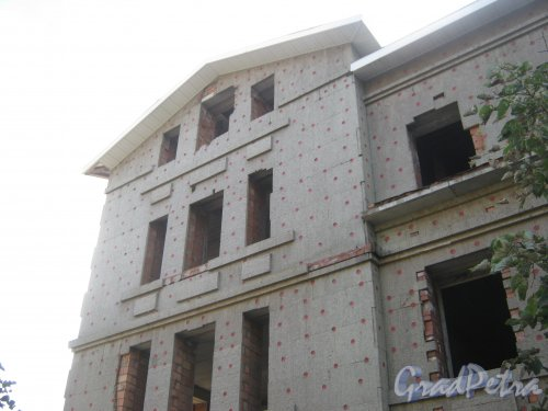 Лен. обл., Гатчинский р-н, г. Гатчина, ул. Чкалова, дом 16б. Фрагмент здания. Фото август 2013 г.