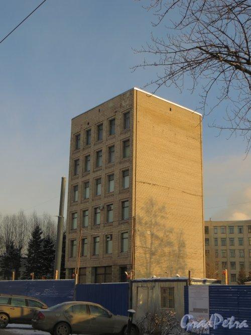 ул. Карбышева, дом 15, лит. Б. Административный корпус НПО «АВРОРА». Вид с улицы Карбышева. Фото 24 января 2014 г.