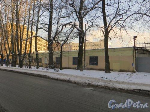 ул. Карбышева, дом 15, лит. С. Общий вид корпуса со стороны дома 13 по улице Карбышева. Фото 24 января 2014 г.