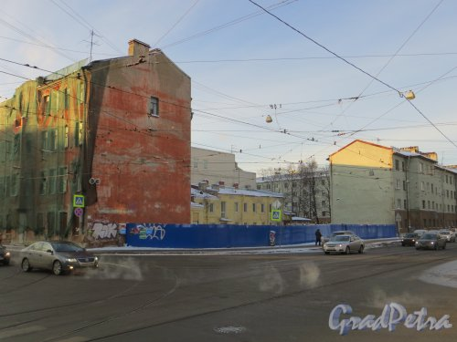 ул. Мира, дом 36. Общий вид лакуны, после уничтожения сквера. Фото 24 января 2014 года.