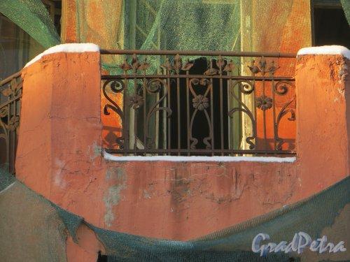 ул. Мира, дом 36. Ограда балкона эркера лицевого фасада. Фото 24 января 2014 года.