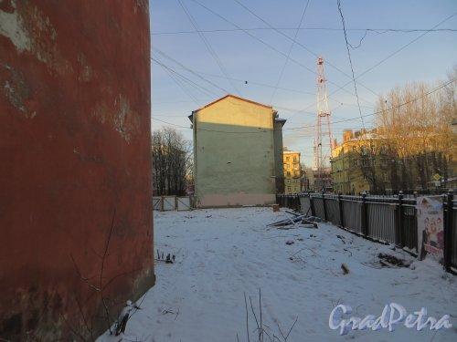 ул. Мира, дом 36. Вид на лакуну со стороны улицы Мира. Фото 24 января 2014 года.