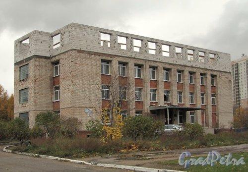 ул. Есенина, д. 2, лит. А. Надстройка здания. Фото октябрь 2011 г.