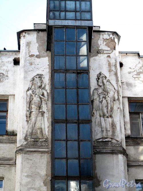 Захарьевская ул., д. 23. Доходный дом Л. И. Нежинской. Фрагмент дворового фасада. Фото май 2011 г.