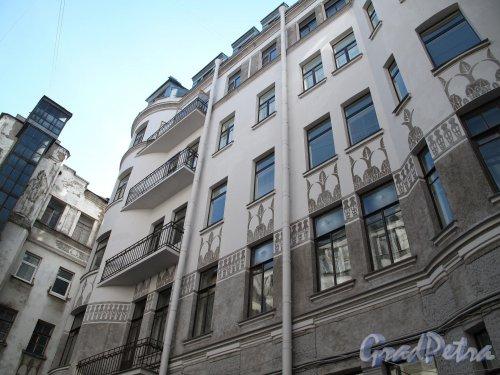 Захарьевская ул., д. 23. Доходный дом Л. И. Нежинской. Дворовый фасад. Фото май 2011 г.