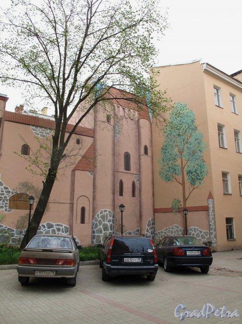 Канонерская ул., д. 29. Доходный дом. Оформление двора. Фото май 2011 г.
