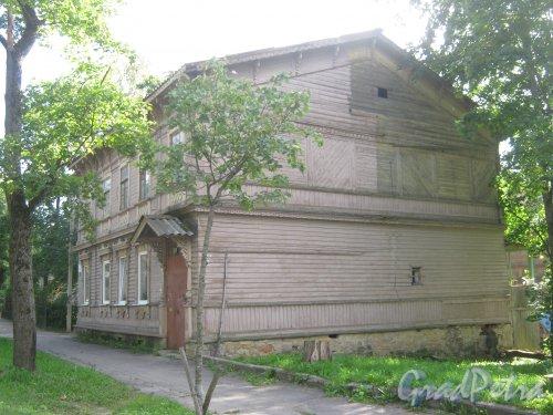Лен. обл., Гатчинский р-н, г. Гатчина, ул. Чкалова, дом 6. Общий вид здания. Фото август 2013 г.