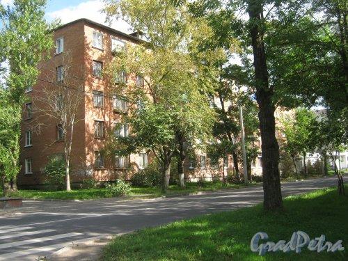 Лен. обл., Гатчинский р-н, г. Гатчина, ул. Чкалова, дом 17, корпус 2. Фрагмент здания. Фото август 2013 г.