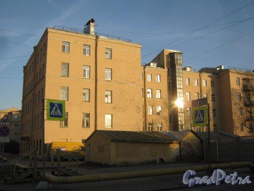 Ул. Зои Космодемьянской, дом 6, корпус 1. Общий вид здания со стороны дома 8. Фото 26 февраля 2014 г.