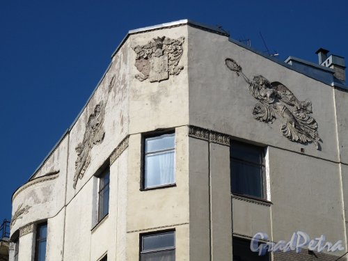 Таврическая ул., д. 37. Доходный дом А. С. Обольянинова. Фрагмент фасада. Фото август 2011 г.
