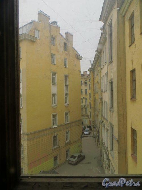 Улица Льва Толстого, дом 1-3. Двор со стороны дома 5. Фото 1 марта 2014 года.