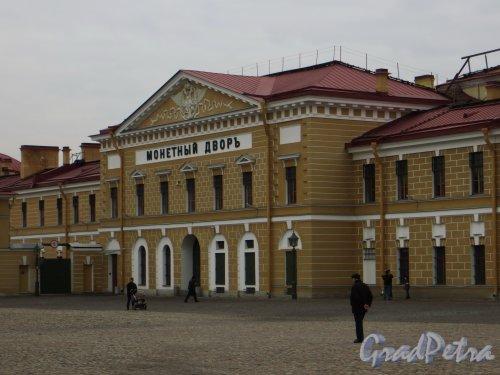 Петропавловская крепость, дом 6. Центральная часть здания. Фото 1 марта 2014 года.