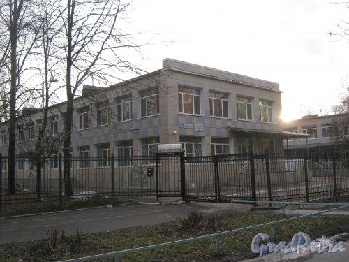 Ул. Зины Портновой, дом 40. Вид со стороны дома 121, корпус 2 по Ленинскому пр. Фото 24 февраля 2014 г.