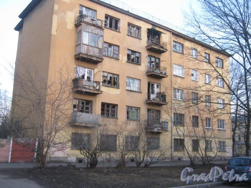 Оборонная ул., дом 15. Фрагмент здания со стороны фасада. Вид с Севастопольской ул. Фото 26 февраля 2014 г.