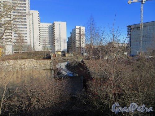 Ташкентская ул., дом 3, корпус 2, лит. Д (слева) и лит. Г (справа) Общий вид участка корпуса 2. Фото 11 марта 2014 года.