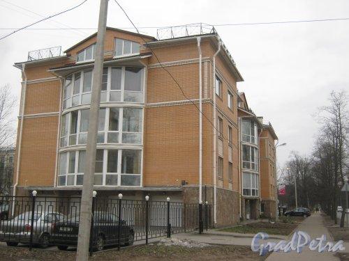 Г. Пушкин, ул. Жуковско-Волынская, дом 3. Общий вид со стороны дома 1. Фото 1 марта 2014 г.