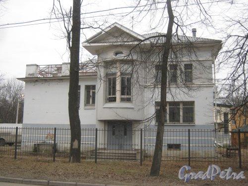 Г. Пушкин, ул. Жуковско-Волынская, дом 10. Вид со стороны дома 3. Фото 1 марта 2014 г.