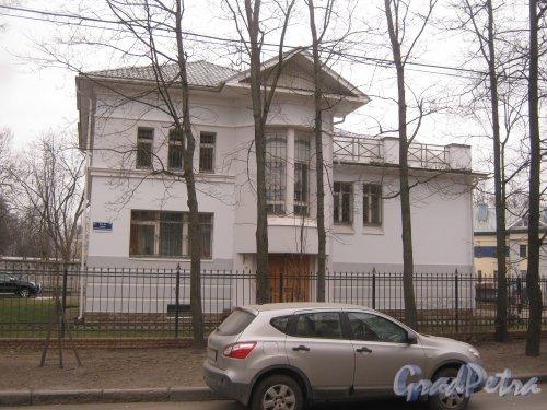 Г. Пушкин, ул. Жуковско-Волынская, дом 12а. Вид со стороны дома 3. Фото 1 марта 2014 г.