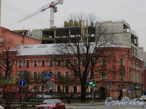улица Кропоткина, дом 1. Строительство нового корпуса со стороны Пушкарского переулка. Вид с Кронверкской улицы. Фото 1 марта 2014 года.