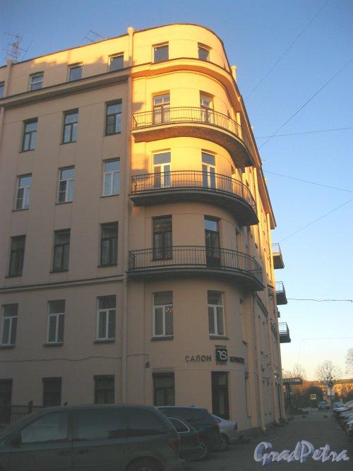 Тверская ул., дом 20. Фрагмент правой части фасада.  Фото 18 марта 2014 г.