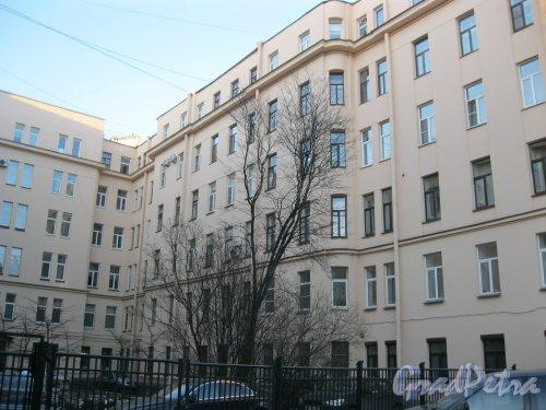 Тверская ул., дом 20. Фрагмент правой части здания.  Фото 18 марта 2014 г.