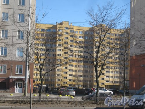 Ул. Доблести, дом 28, корпус 2. Фрагмент здания. Вид с ул. Доблести. Фото 11 марта 2014 г.
