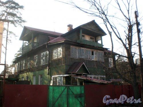 Варваринская ул., дом 52. Общий вид жилого дома. Фото апрель 2010 года.