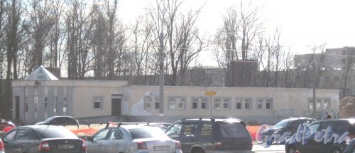 Заусадебная ул., дом 33, литера К. Общий вид с Богатырского пр. Фото 15 апреля 2014 г.