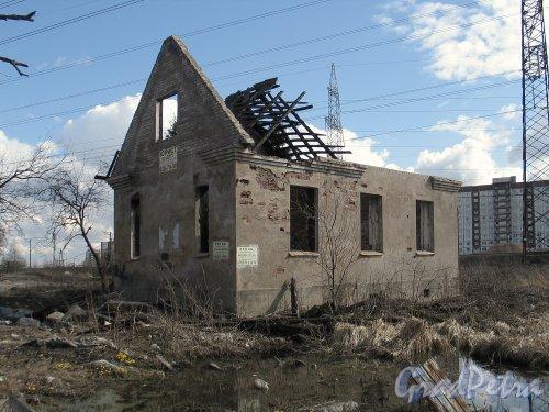Заречная ул. (Парголово), д. 4. Руины здания. Фото апрель 2014 г.