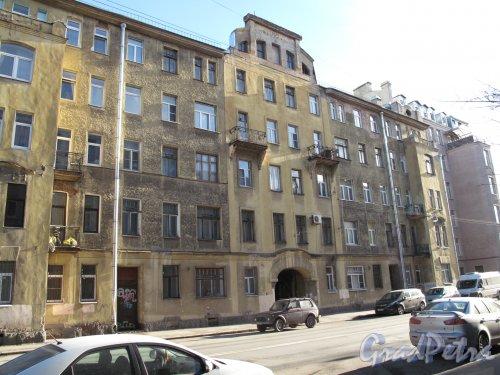 Пионерская ул., д. 45. Доходный дом. Общий вид. Фото март 2014 г.
