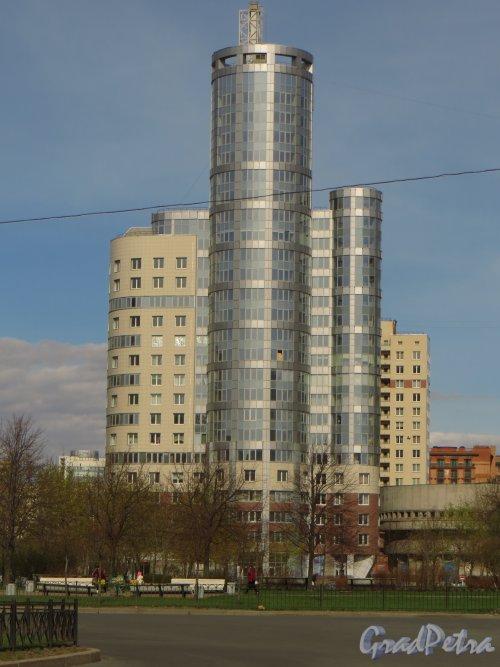 Ул. Нахимова, дом 20. Вид от гостиницы «Прибалтийская». Фото 30 апреля 2014 года.