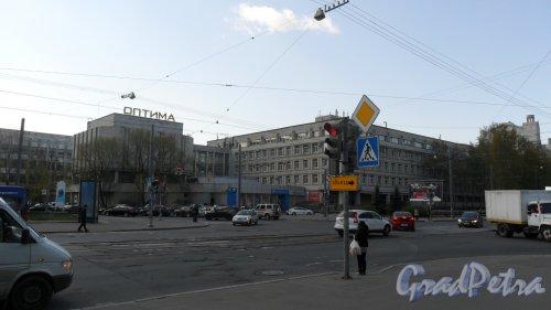 """Торжковская улица, дом 5. Бизнес-центр """"Оптима"""". Фото 7 мая 2014 года."""