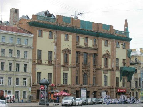 Итальянская ул., дом 27. Общий вид с Манежной пл. Фото 10 мая 2014 г.